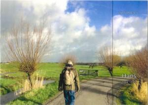Voorzijde rouwkaart Hans Reiff met Hans wandelend door polderlandschap